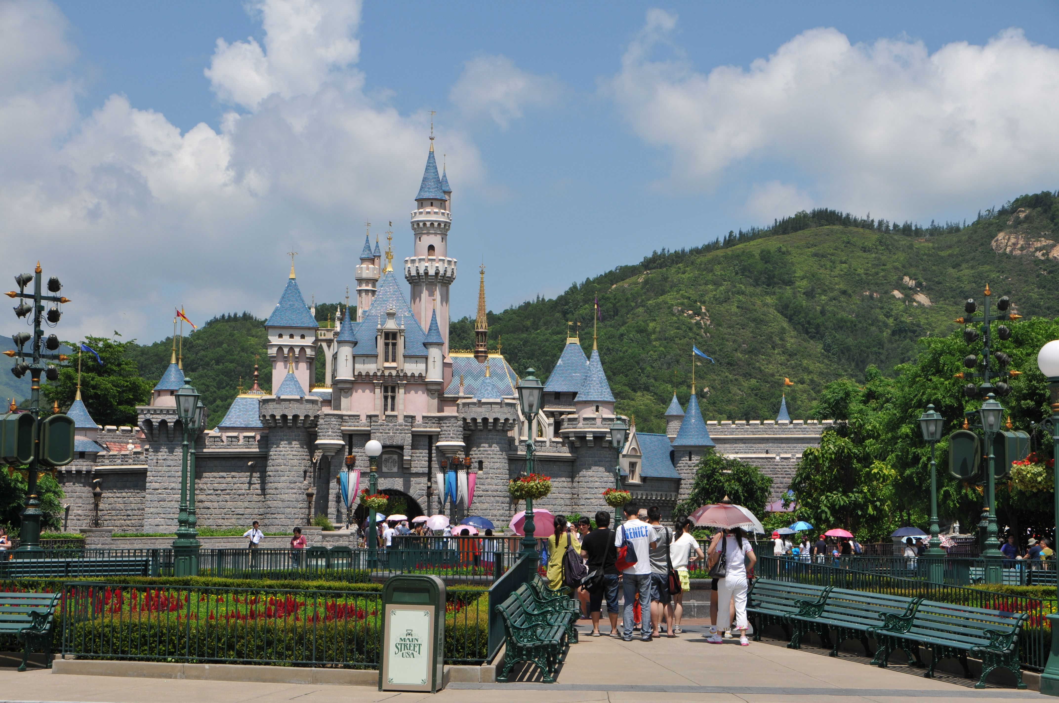 hong kong disney Hong kong disneyland (chinese: 香港迪士尼樂園) is a theme park located on reclaimed land in penny's bay, lantau islandit is located inside the hong kong disneyland resort and it is owned and managed by hong kong international theme parks.